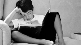 copil cu carte
