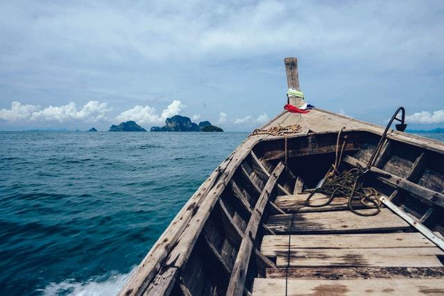 în largul mării
